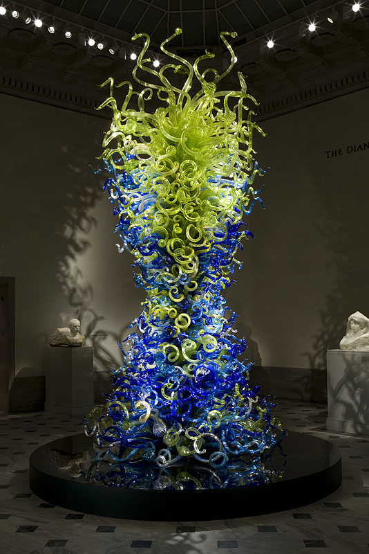 dale-chihuly-sea-blue-and-green-tower.jpg