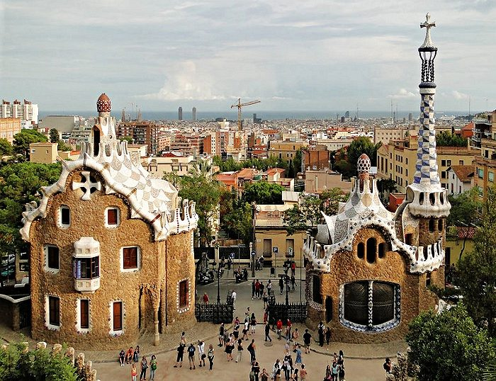 Gaudijeva arhitektura Antoni-gaudi-park-guell