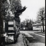 yves-klein-le-saut-dans-le-vide-leap-into-the-void-1960