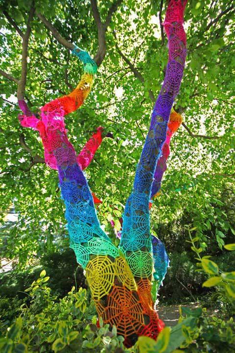 Knitting Trees Art : Yarn bombing daily art fixx